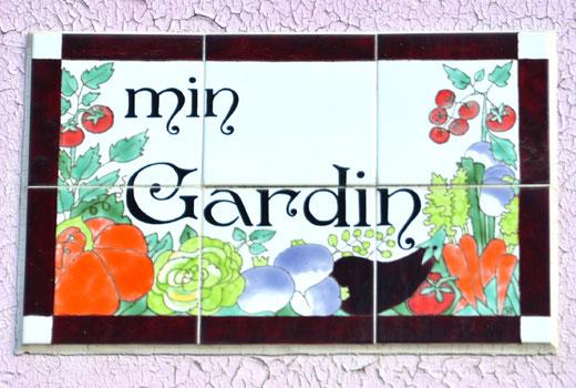 La langue picarde pour le nom d'une villa: Min Gardin autrement dit: Mon Jardin