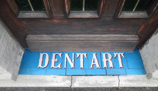 Ancienne enseigne du café Dentart à Corbie.