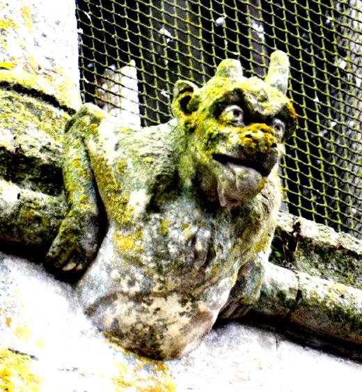 Représentation du diable sur les murs de l'église de Namps-au-Val