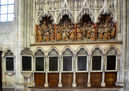 Entre la clôture du transept et les tables de marbre: les 8 scènes de la vie de la Vierge