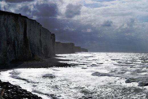 Ault: La mer qui vient lécher les falaises