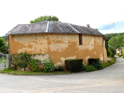 Les dépendances de la ferme à Bergicourt sont encore en torchis- Ph: Gégé d'Oisemont