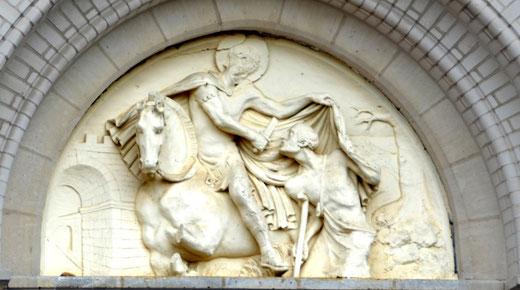 Le tympan de l'église de Rouvrel