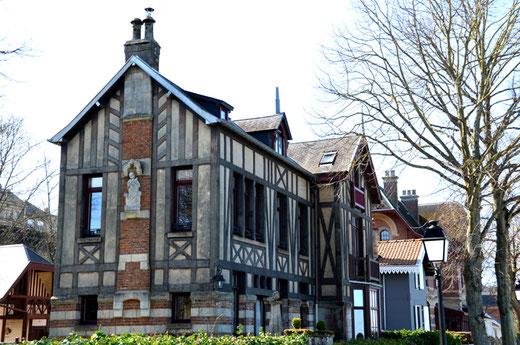 Villa dite de la Tour- A l'angle du quai Jeanne d'Arc et du Quai du Romerel à St-Valery-sur-Somme