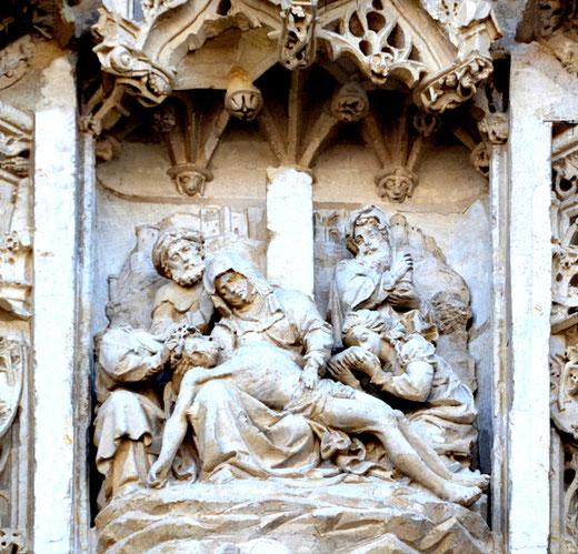 Pietà sur la façade de la chapelle du Saint-Esprit de Rue- Chef d'oeuvre de Louis Duthoit