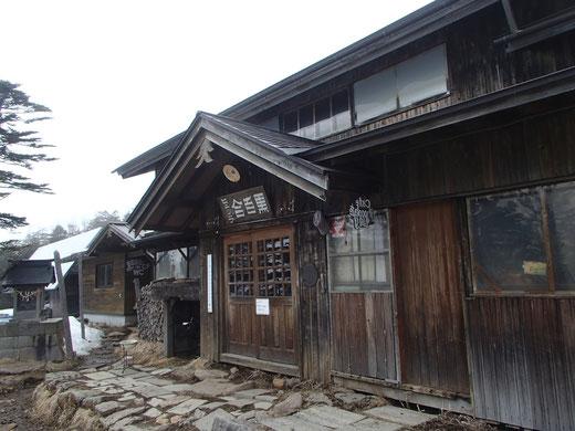 八ヶ岳 黒百合ヒュッテ 雪山 ガイド