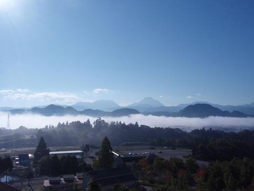 家族旅行村展望台から見える朝霧