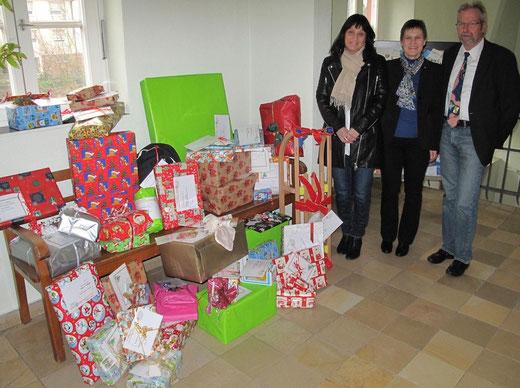 Die Service-Organisation 'Soroptimist International' Mosbach startete wieder eine Weihnachtsaktion und beschenkte in Kooperation mit dem Landratsamt bedürftige Kinder.