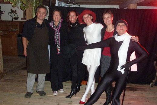 Ehepaar Münch, Präsidentin Petra Kommer, Vizepräsidentin Martina Zundel und das Theater-Duo