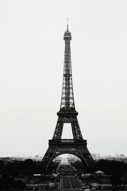 Eiffelturm schwarz-weiß Paris travelblog