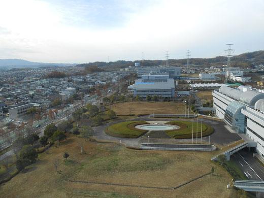 再び上空から、お庭が広~い研究所ばかりです