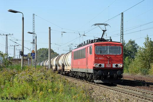155 180-3 hat am 18. September 2014 in Leipzig-Thekla einen Ganzzug bestehend aus Kesselwagen am Haken