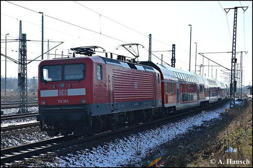 Am 1. Februar 2015 erreicht 112 104-5 mit RE5 nach Luth. Wittenberg gerade den Zielbahnhof