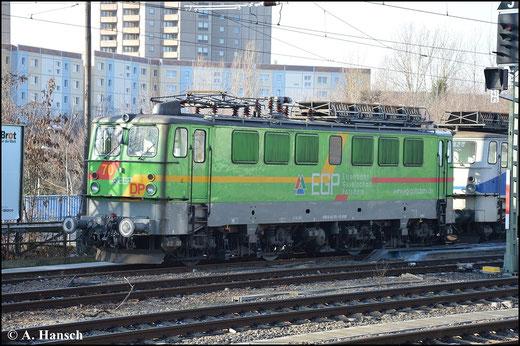 Die EGP besitzt mehrere Loks der BR 142. Am 18. Januar 2015 steht 142 103-1 zusammen mit 142 126-2 im Bahnhof Greifswalder Straße in Berlin