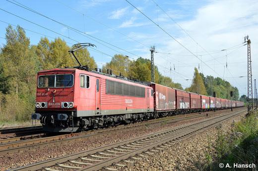 Nach langem Halt und Lokführerwechsel erhält 155 011-0 Ausfahrt aus Leipzig-Thekla (18. September 2014)