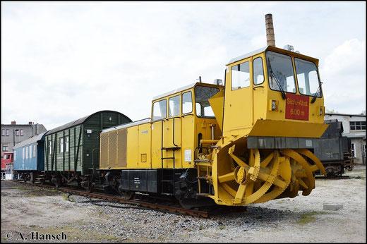 Im Bestand des Bw Glauchau ist auch eine weitere Schneeschleuder mit Nr. 97 90 20 102 14 - 6. Auch sie ist noch betriebsfähig und für die DB im Einsatz