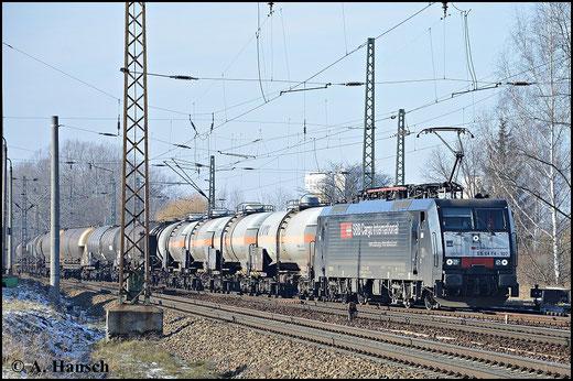 189 107-6 ist für SBB Cargo im Einsatz. Am 7. Februar 2015 schleppt sie einen Kesselwagenzug durch Leipzig-Thekla