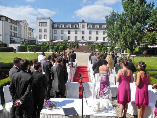 freie Trauung Schloss Reinhartshausen Trauzeremonie Hochzeit freie Theologen Trauredner Redner Hochzeitszeremonie Eltville am Rhein Rheingau