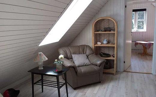 Kleines Wohn- und Fernsehzimmer im Dachgeschoss