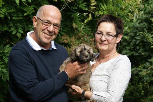 Genya mit ihren neuen Besitzern Familie Hofmann - 16.7.2016
