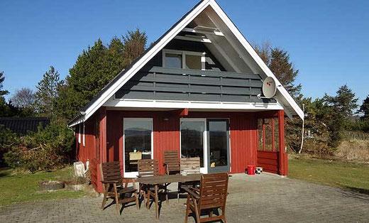 Rückseite des Hauses mit Terrasse