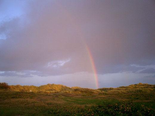Regenbogen hinter den Dünen