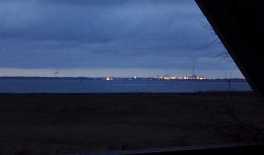 Das beleuchtete Esbjerg in den frühen Morgenstunden