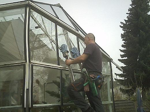 Wintergarten Reinigung mit Leiter