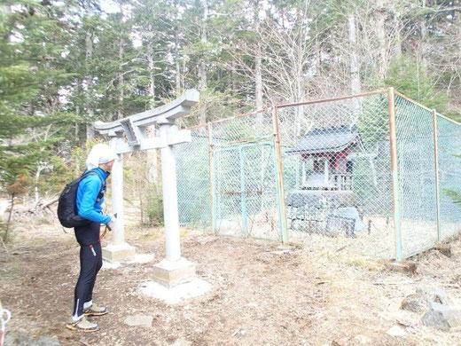 富士山で最も古いとされる御室浅間神社(2合目)。周囲は富士吉田市だがここだけ富士山河口湖町 (旧勝山村)の飛び地。