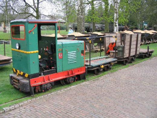 Een voorbeeld van een Ruston & Hornsby loc die door Spoorijzer is geïmporteerd. Deze Ruston LBT (fabrieksnummer 371932 uit 1954) is gebruikt bij het munitiepark van de KLU in Alphen en is bewaard gebleven bij het Decauville Spoorweg Museum in de Harskamp