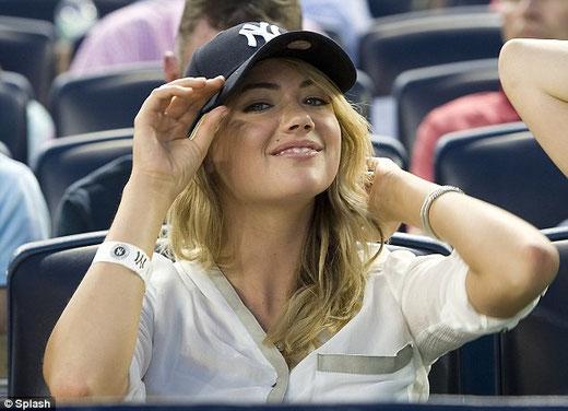 La modella Kate Upton allo stadio degli Yankees