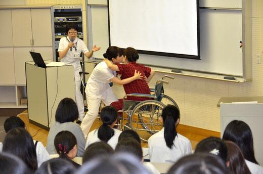 ▲ミニ講義「車椅子移乗」