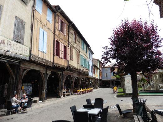 Der mittelalterliche Marktplatz von Mirepoix (und überraschenderweise ohne Regen)