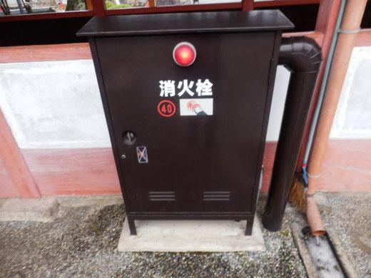 消火栓さえ茶色い。地区計画はここまで徹底している、さすが京都。