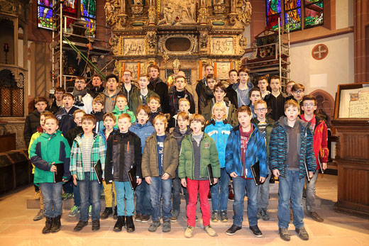 Der Probentag für die diesjährigen Passionskonzerte fand in der Chorschule der Kiedricher Chorbuben mit einer Akkustikprobe in St. Valentin statt.