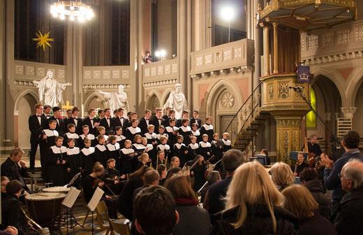 Stehender Applaus nach dem Messiah-Konzert (Foto: Kai Lorenzen)