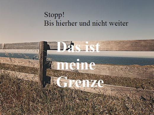 Zaum als Grenze mit der Schrift: Stopp! Bis hierher und nicht weiter, Das ist meine Grenze