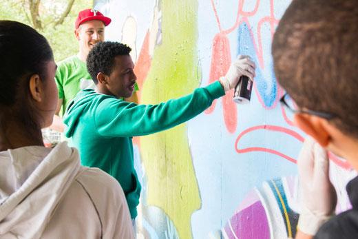 Unterkulturelles Graffiti-Projekt graffitigestaltung.com / Angell Freiburg und der VABO