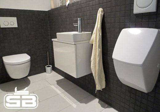 für das Gäste-WC dezenter Unterschrank in weiß