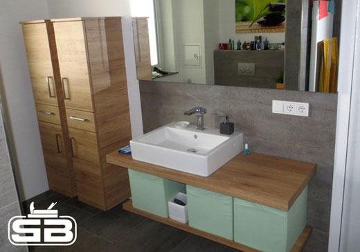 Badschrankgarnitur im zeitlosen Eiche-Design