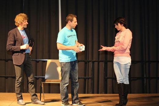 auch Gäste aus dem Publikum wurden in seinen humoristischen Vortrag einbezogen