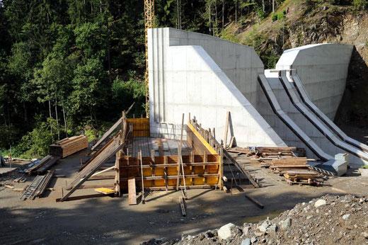 Fundament für Flügelmauer-Ost wird geschalt und bewehrt