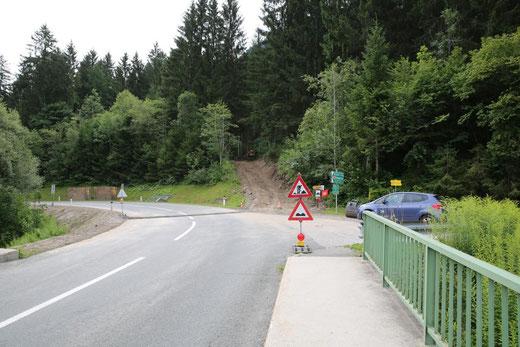 Beginn der Wasserleitungstrasse hinauf zum Hochbehälter