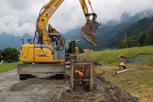 mit den Grabungsarbeiten befindet man sich schon ein Stück westlich der Ortschaft