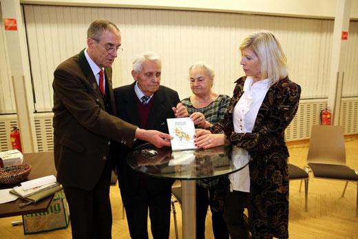 v.lk. Chorleiter Helmut Sommer, Pepi Wurzer, Fr. Annemarie Haring, Fr. Ingrid Sommer - bei der Buchpräsentation