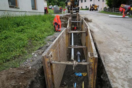 Trasse mit Kanal, Wasser -u. Druckrohrleitung