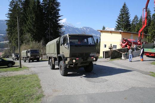 bereits am Montag traf ein 20 Mann starker Zug des Pionierbataillons 1 aus Villach in Hinterradlach ein