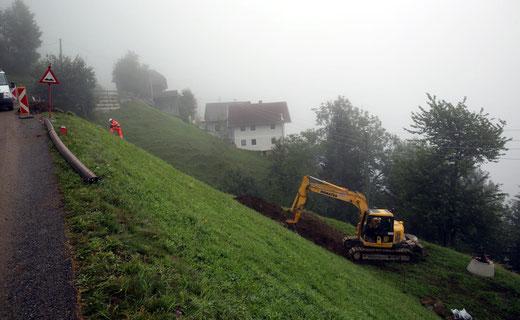 nach dem Graben zwischen Lerchster (Pinter) u. Stocker Albert zweigt die Kanaltrasse vom Güterweg ab und wird unterhalb vom Gh Moser mit dem Kanal vom Heiser herauf verbunden.