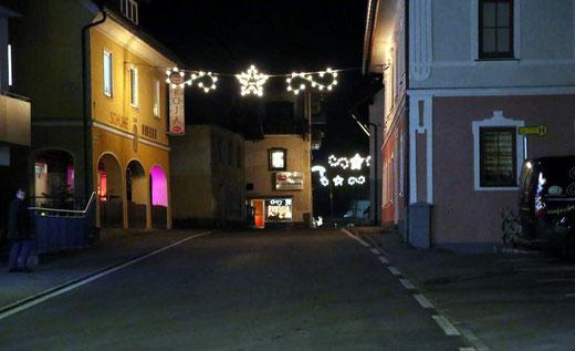 auch die Weihnachtsbeleuchtung erzeugt ein stimmungsvolles Bild