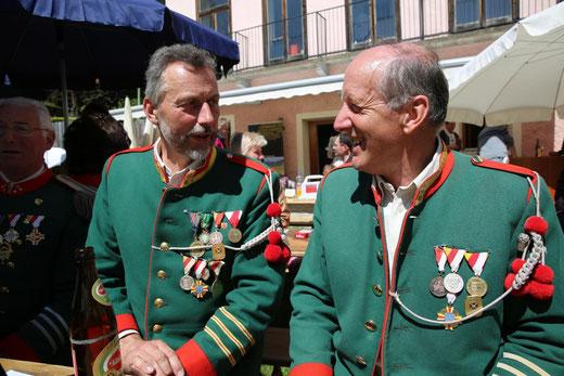 diese beiden hochdekorierten Schützen sind noch vom Florianiaufmarsch übrig geblieben